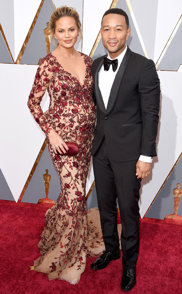 rs_634x1024-160228164228-634.Chrissy-Teigen-John-Legend-Academy-Awards-Arrivals-ms.022816